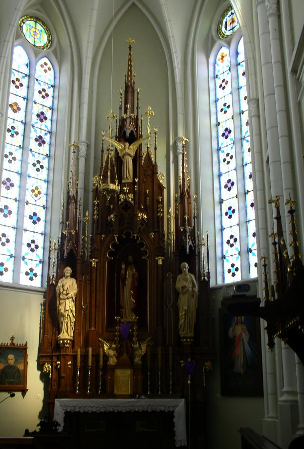 Ołtarz główny w Kościele pw. św. Piotra i Pawła w Komarówce Podl. fot. JW