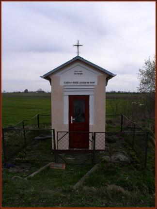 Kapliczka przydrożna na trasie Komarówka Podl.- Brzozowy Kąt
