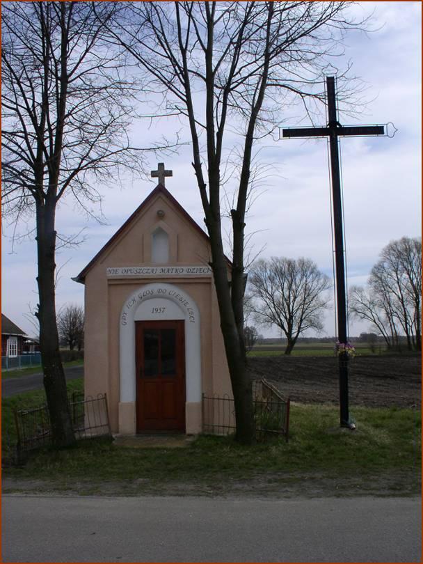 Kapliczka na rozstajach dróg w Brzozowym Kącie /przy szkole/, fot. JW